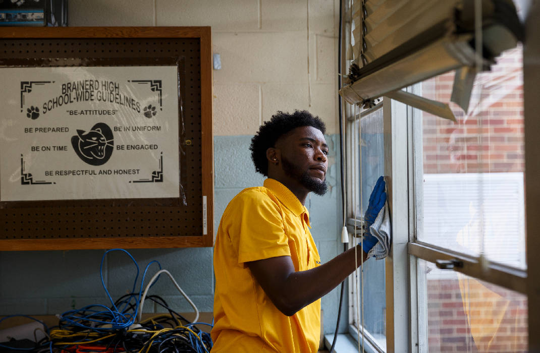 Brainerd alumni, UTC students join forces to spruce up school
