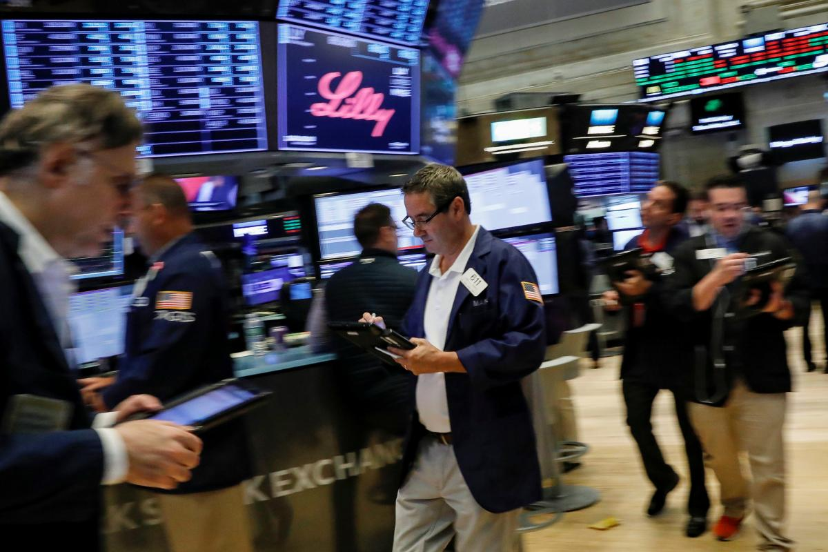 US STOCKS-Wall St gains on Powell comments, J&J results; Netflix drags