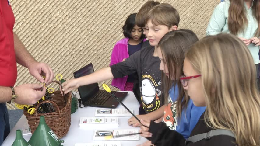 Tennessee Aquarium teaches kids about recycling oil and plastics - WDEF News 12